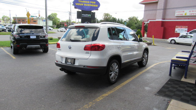 2012 Volkswagen Tiguan AWD Panoramic roof/ Naviagation full