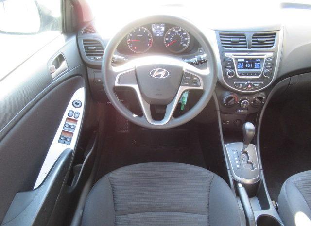 2016 Hyundai Accent SE Hatchback full