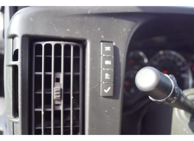 2015 Chevrolet Express Cutaway 3500 full
