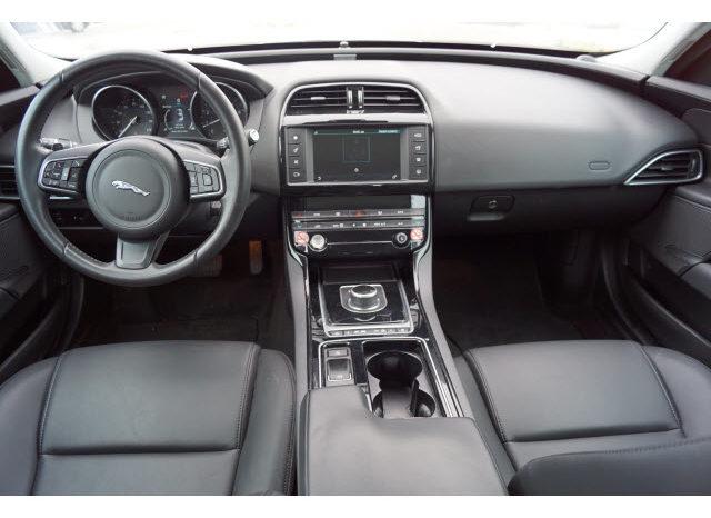 2018 Jaguar XE 25t Premium full